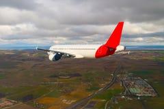 飞行通过云彩,从飞机看见的云彩,阳光,土壤背景 图库摄影