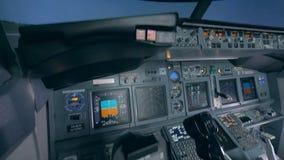 飞行防真器的全副武装的空的驾驶舱 影视素材