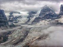 飞行阿拉斯加的Wrangell山 免版税库存图片
