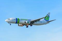 飞行飞机Transavia PH-HZX波音737-800 Transavia在斯希普霍尔机场登陆 库存照片