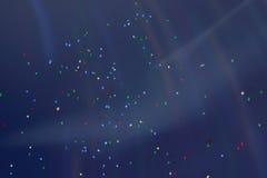 飞行飞行在天空的五颜六色的LED气球在与另外的呈虹彩照明设备的晚上 许多生动美妙 库存照片