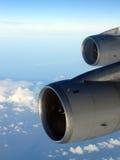 飞行高喷气机的2台高空发动机 库存图片