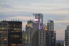 飞行高在芝加哥的老荣耀 库存照片