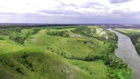 飞行鸟瞰图在绿色象草的岩石白垩小山和山的 影视素材