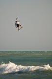 飞行kitesurf 免版税库存照片