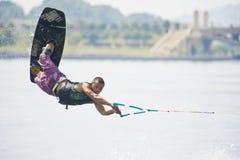 飞行wakeboarder 图库摄影