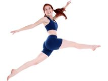 飞跃少年锻炼的美丽的衣裳女孩 免版税库存照片