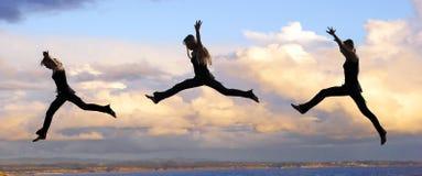 飞跃日落妇女 图库摄影