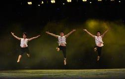 飞跃高的这黄河河中国民间舞 库存图片