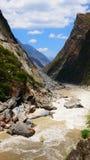 飞跃tiao老虎的峡谷hu 库存图片