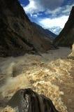 飞跃tiao老虎的峡谷hu 库存照片
