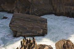 飞跃tiao老虎的峡谷hu 免版税库存照片