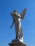 飞过的天使雕象 图库摄影