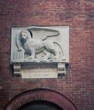 飞过的狮子雕象锡耶纳 库存照片