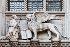 飞过的狮子 免版税库存图片