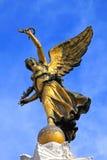 飞过的胜利雕象 免版税库存照片