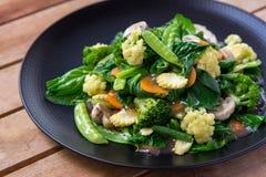 素食中国食物盖帽岩礁 免版税库存图片