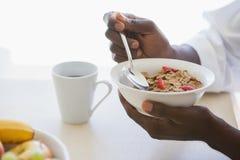 食人的碗外面谷物 免版税库存照片