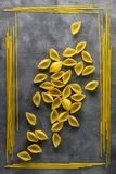 食品成分背景  另外种类意大利面食 从全麦,意粉,面条, tselentani, chiferi, fusi的通心面 库存图片