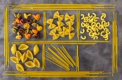 食品成分背景  另外种类意大利面食 从全麦,意粉,面条, tselentani, chiferi, fusi的通心面 免版税库存照片