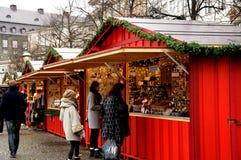 食品项目在圣诞节市场上 库存照片