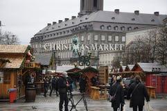 食品项目在圣诞节市场上 免版税库存照片
