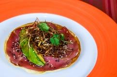 食家墨西哥炸玉米粉圆饼用鲕梨和大豆 库存图片