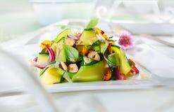 食家开胃新鲜的蔬菜沙拉 免版税图库摄影