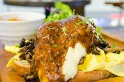 食家早餐用嫩煎的蘑菇 库存照片