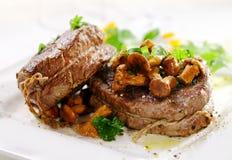 食家里脊肉牛排大奖章 库存照片