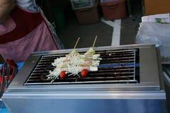 食物、宏指令在格栅蘑菇和烟肉 库存照片