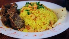 食物、煮沸的米用肉和花生 影视素材