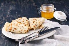 食物俄国传统 在Panca期间的开胃油煎的薄煎饼 库存照片