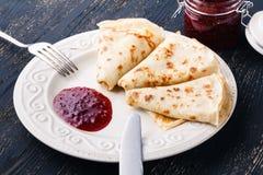 食物俄国传统 在Panca期间的开胃油煎的薄煎饼 免版税图库摄影
