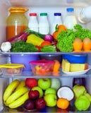 食物充分的健康冰箱 库存图片