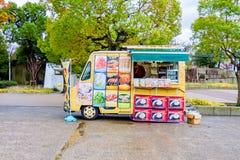 食物卡车在大阪城堡公园 库存照片