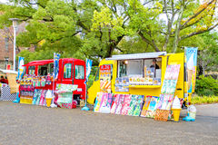 食物卡车在大阪城堡公园 库存图片