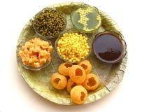 食物印第安pani puri 免版税图库摄影