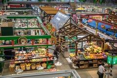 食物在市场霍尔上失去作用 免版税库存照片