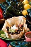 食物墨西哥沙拉炸玉米饼 免版税库存图片
