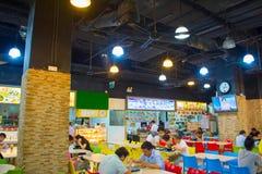食物大厅的人们 新加坡 免版税图库摄影