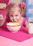 食物女孩一点 免版税库存照片