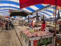 食物市场在成都,中国 库存照片
