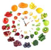 食物时钟用水果和蔬菜 免版税库存照片