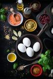 食物框架、背景或者健康食物概念在葡萄酒背景 库存照片