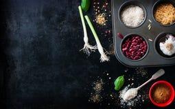 食物框架、背景或者健康食物概念在葡萄酒背景 图库摄影