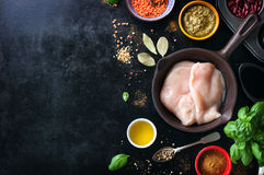 食物框架,食物背景,烹调或者健康食物概念在葡萄酒背景 免版税库存照片