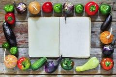 食物框架  秋天季节性产品 免版税图库摄影