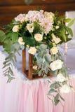 食物桌装饰,党食物,与花,婚礼的桌 库存照片