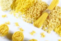 食物概念-在白色背景,顶视图,集合的各种各样的未煮过,未加工的意大利面团 库存照片